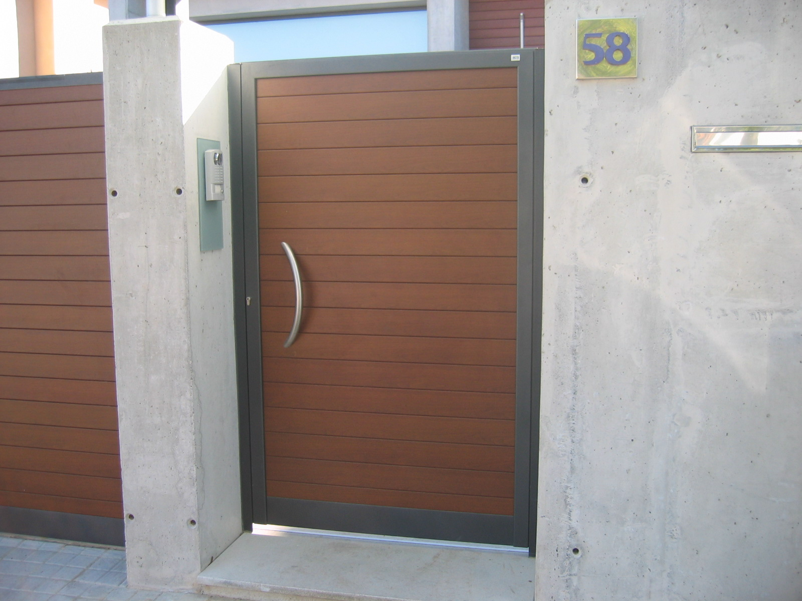 ancesa puerta de aluminio para la entrada del jard n