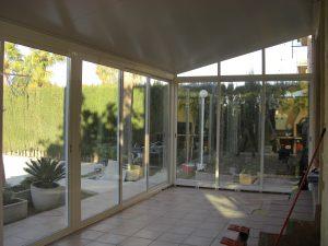 Cerramiento de aluminio de puertas correderas en San Antonio